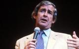 Dave Allen en el Teatro Alberry en Londres en 1986...