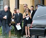David asiste al servicio conmemorativo de su hija...