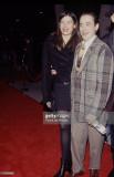 Deborah Falconer y Robert Downey Jr durante el est...