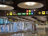 Barajas Airport Hallway Explorar las fotos de El G...