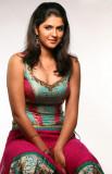 Deeksha Seth listo para el espectáculo de glamour...