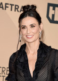 Demi Moore s SAG Awards Maquillaje Martinis