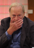 Dennis Waterman paga tributo emocional a Minder ma...