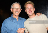 Dick Smothers y Jake Simpson durante The Smothers...