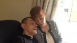 Dynamite Kid o Tom Billington descansa la cabeza s...
