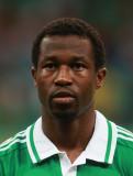 Efe Ambrose Efe Ambrose de Nigeria mira antes de l...
