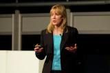 La diseñadora de GM Liz Wetzel hablando en el Chev...
