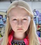 Emily Sanderson como Reese