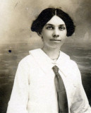 Emma Fish noe Ryan criada en 1910 a Maud Briggs Kn...