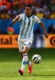 Enzo Perez Enzo Perez de Argentina controla el bal...