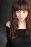 Fiona Dourif películas lista peso peinados