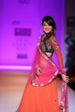 Gauhar Khan exhibiciones para Joy Mitra en WIFW AW...