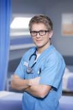 George Rainsford hace su debut de Casualty en el e...