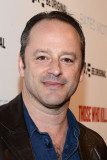 Gil Bellows Gil Bellows asiste a A E s Bates Motel...