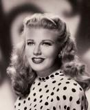 Ginger Rogerssaw su escenario en Hello Dolly Mucho...