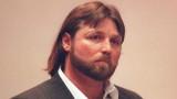 Glen Rogers permanece inmóvil durante su juicio po...