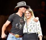 Tim McGraw realiza con su hija Gracie McGraw en el