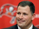 Greg Schiano es el otro entrenador en la búsqueda...