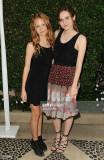 Iris Apatow y Maude Apatow asisten a la Fundación...