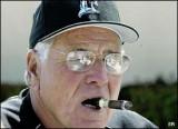 Jack McKeon con una foto de cigarro vinculada