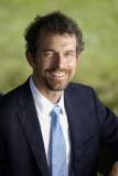 Jason Johnson como vicepresidente y decano de la
