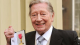 Jeremy Lloyd recaudó un premio OBE por servicios a...
