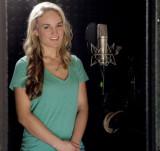 La cantante principal Jessica Willis en la cabina...