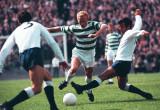 Jimmy Johnstone que celebra al jugador céltico más...