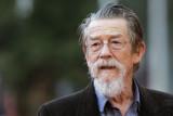 John Hurt dice que el tratamiento contra el cáncer...