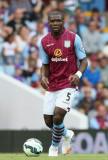 Jores Okore Jores Okore de Aston Villa se ve duran...