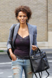 JUDITH SHEKONI en Ripped Jeans Out and About en Lo...