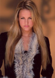 Julie Marie Berman tiene 26 más imágenes Celebrity...