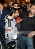 Karim Zenoud L llega a una discoteca para realizar...