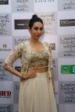 Karisma Kapoor en el Lakme Fashion Week Summer Res...