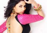 Kavita Kaushik entre el trío de Chaudhary en Jhala...