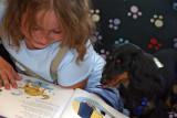 Kayla Brackett 8 lee poemas del perro a Tipper un...