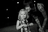 Mitch Lucker y su hija Kenadee parecían felices en...
