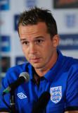 Kevin Davies de Inglaterra habla con los medios du...