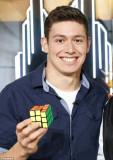Rubik s Cube campeón del mundo Kevin Hays resuelve...