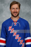 Kevin Klein de los Rangers de Nueva York posa para...