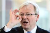 Kevin Rudd gesticula durante una conferencia de pr...