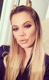 Por qué Khloe Kardashian viaja con cajas de pelo