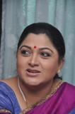 Kushboo para bailar para un número en Theeya Vela