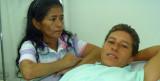 Lady Tabares junto a su mam el hospital donde