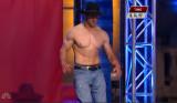 Lance Pekus sin camisa en American