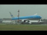 Storm op Schiphol Vliegtuigen Landen onder zeer