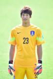 El portero Lee BumYoung de las Coreas